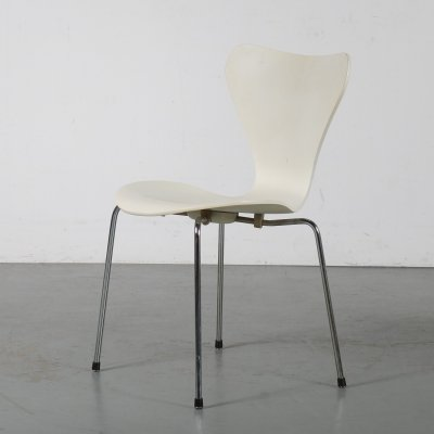 1980s White butterfly chair by Arne Jacobsen for Fritz Hansen, Denmark