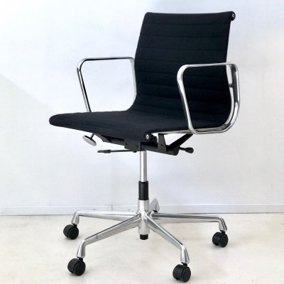 8 x EA117 office chair by Charles & Ray Eames for Vitra, 1990s