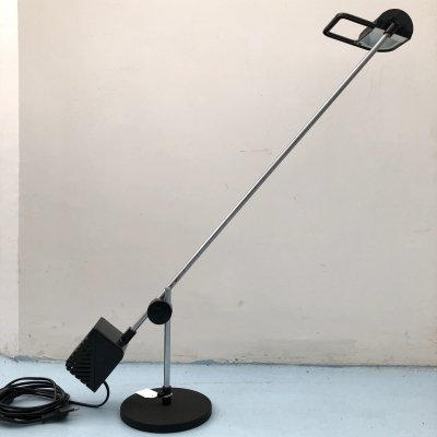 Modernist Italian 'Maniglia' table lamp by De Pas, D'Urbino & Lomazzi