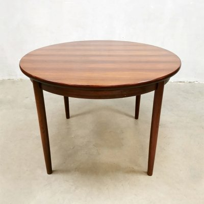 Vintage Danish design extendable rosewood dining table
