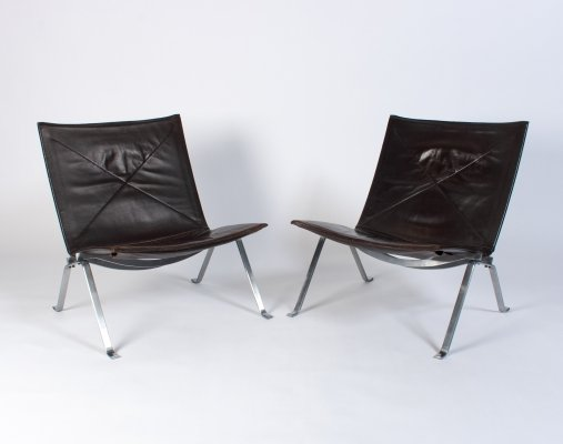 Pair of brown leather PK22 chairs by Poul Kjærholm for E. Kold Christensen, 1960s