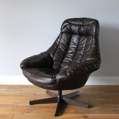 Danish midcentury brown leather H.W. Klein egg chair by Bramin