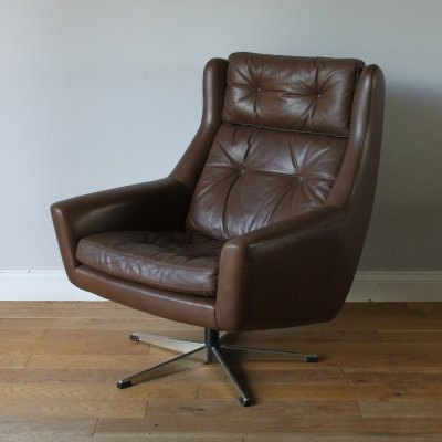 Danish midcentury brown leather 'Siesta' swivel chair by Eran Møbler