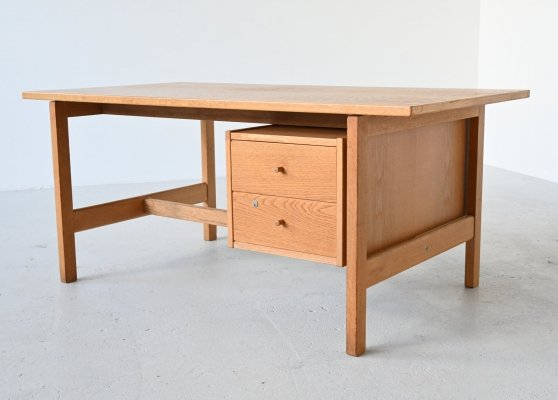 Hans J. Wegner model GE 125 desk in oak by Getama, Denmark 1970