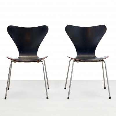 Set of two Black early edition Arne Jacobsen butterfly chairs