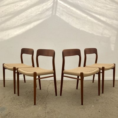 Set of 4 'model 75' Møller dining chairs in teak & paper cord