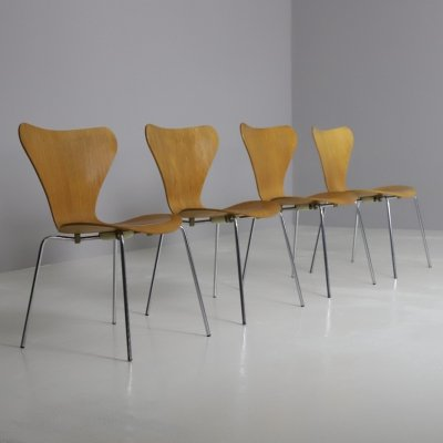 Set of 4 series 7 dining chairs by Arne Jacobsen for Fritz Hansen, 1980s