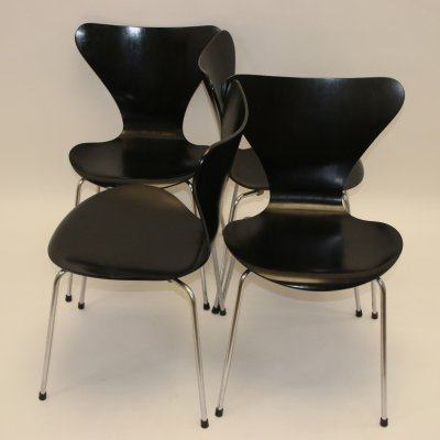 Set of 4 Arne Jacobsen butterfly model 3107 chairs, 1950s
