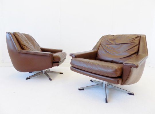 ESA model 802 pair of brown leather lounge chairs by Werner Langenfeld