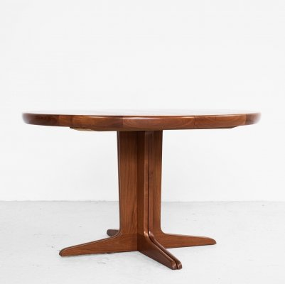 Midcentury Danish round extendable dining table in teak, 1960s