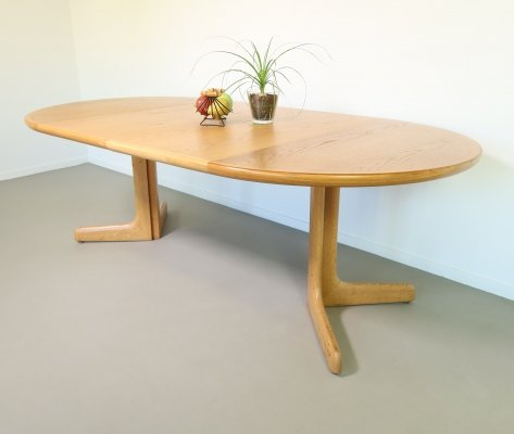 Extendable round oak dining table by Glostrup Møbelfabrik, 1970s