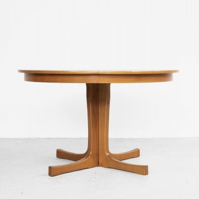 Midcentury Danish round extendable dining table in oak, 1960s