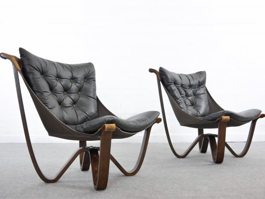 Pair of Georg Otto Thams easy chairs in black leather by A/S Vejen, Denmark 1960s
