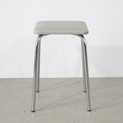 Retro kitchen stool in chromed round tube with grey upholstery