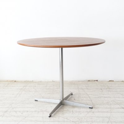 Circular table by Piet Hein, Arne Jacobsen & Bruno Matthson for Fritz Hansen