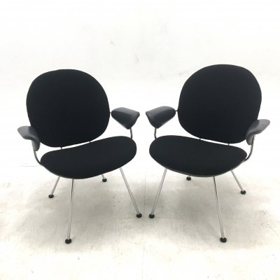 Pair of KEMBO 302 'Triënnale' chairs by W.H. Gispen (Leolux 1990)