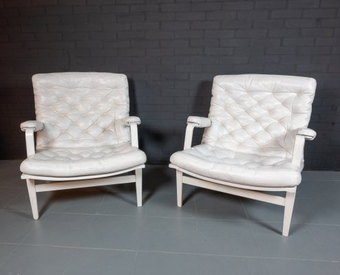 Pair of white leather 'Ingrid' chairs by Bruno Mathsson for Dux of Sweden