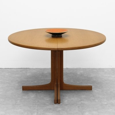 Round table in oak by Van den Berghe Pauvers