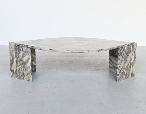 Sculptural eye shaped light marble coffee table, Italy 1970