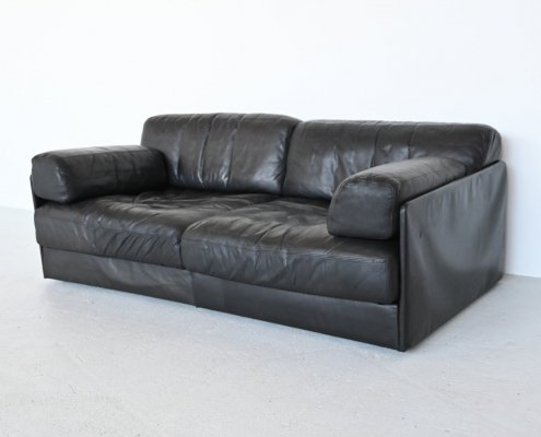 De Sede DS76 two-seater sofa in black leather, Switzerland 1970