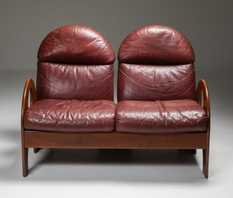 Gae Aulenti 'Arcata' Love Seat in Walnut & Burgundy Leather, 1968