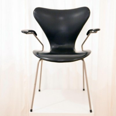 Model 3207 Series 7 Armchair in Faux Leather by Arne Jacobsen for Fritz Hansen