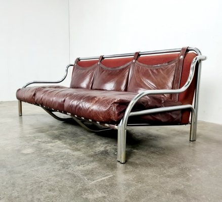 Burgundy red leather 'Stringa' sofa by Gae Aulenti for Poltronova, 1970s