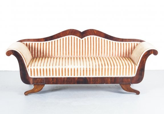 French Vintage Velours Rose upholstery Lip Couch