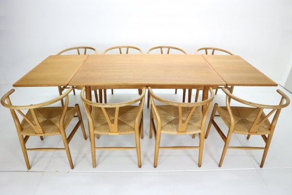 Hans J. Wegner Dining Room Set with 8 Wishbone CH24 Chairs & Dining Table AT-312