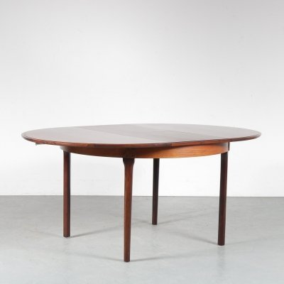 1950s Round extendible dining table by Møller, Denmark