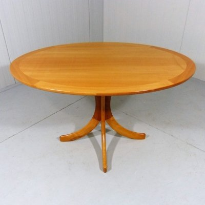 Oval ashwood coffee- or side table, 1960's
