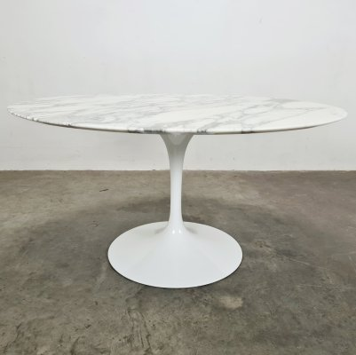 Arabescato marble tulip table by Eero Saarinen for Knoll Int