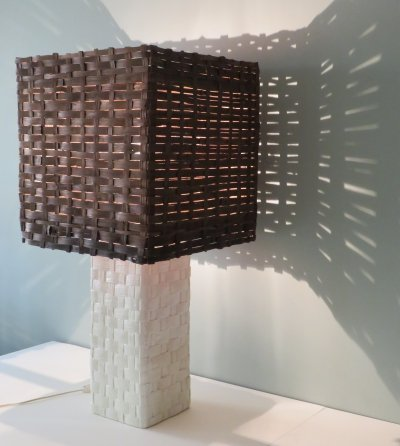 XL Table lamp with white ceramic base with woven motif & woven wooden shade