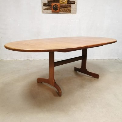 Vintage design dining table by Victor Wilkins for G-plan