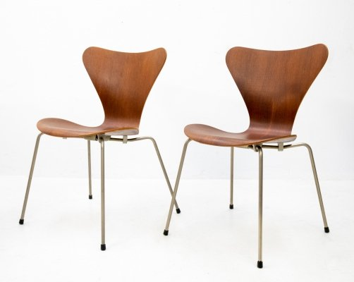 Two early Butterfly Chairs Model 3107 by Arne Jacobsen, 1950s