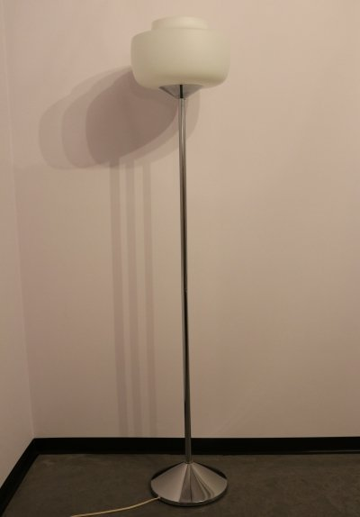 Floorlamp with lampshade in opaline glass, foot & arm in chrome, 1970's