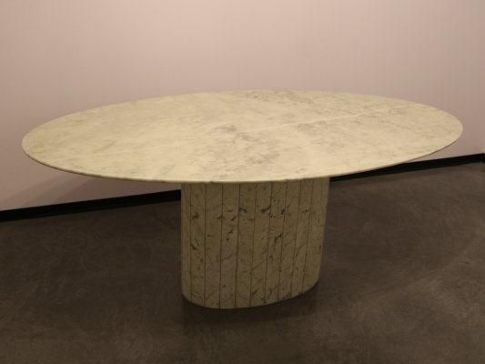 Oval dining table in white Italian marble, 1970's