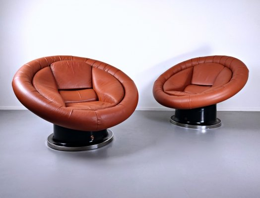 Pair of Large Space Age Leather Armchairs by Saporiti, Italy 1970s
