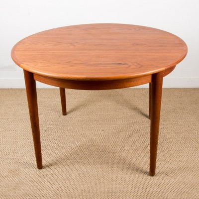 Round extendable Danish Dining Table from MSK Mobler, 1960s