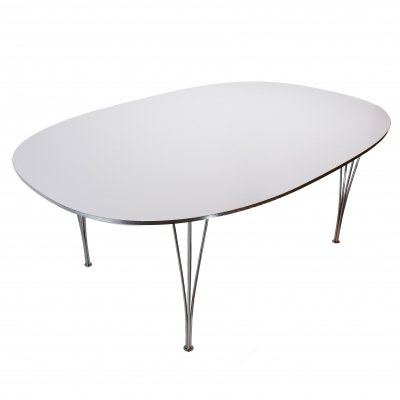 Fritz Hansen B613 super-elliptical dining table
