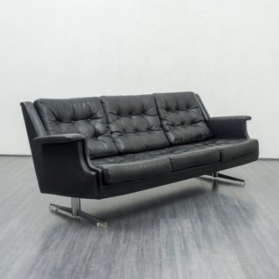 High-quality 1960s leather lounge sofa with chromed feet