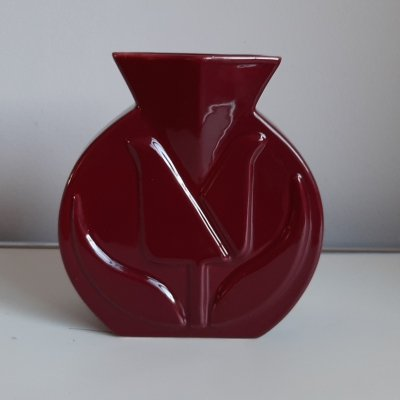 Burgundy colored Tulip vase by van Velsen Keramiek Sassenheim, 1950s