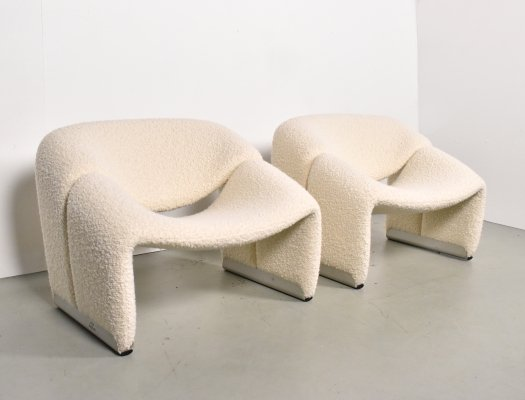 Pair of Groovy M-Chairs by Pierre Paulin for Artifort in creme wool boucle, 1970s