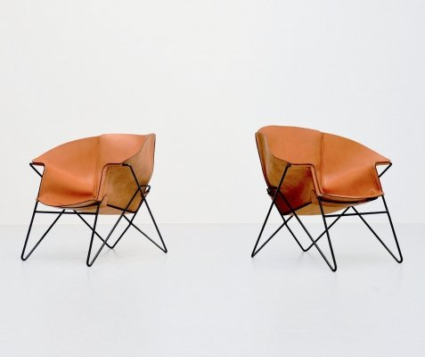 Sculptural leather lounge chairs, Italy 1970