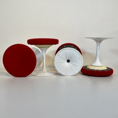 Set of 4 red alcantara 'Tulip' Swiveling Stools by Eero Saarinen for Knoll