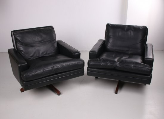 Pair of leather 'Mod. 807' Swivel Lounge Chairs by Fredrik A. Kayser, 1960s