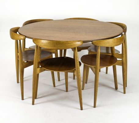 Hans Wegner 'Heart' Dining Chairs & Table by Fritz Hansen