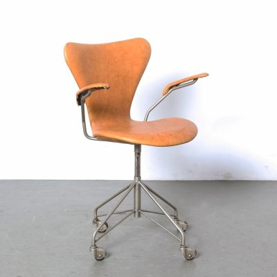 Arne Jacobsen Seven series 3217 desk chair, 1950s