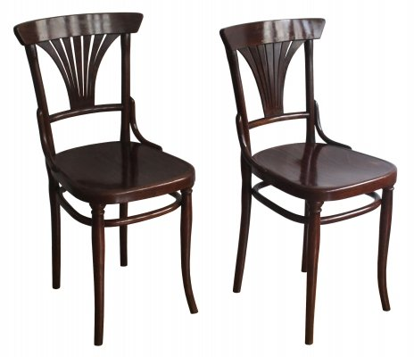 Pair of dining chairs model no.221 by Gebrüder Thonet