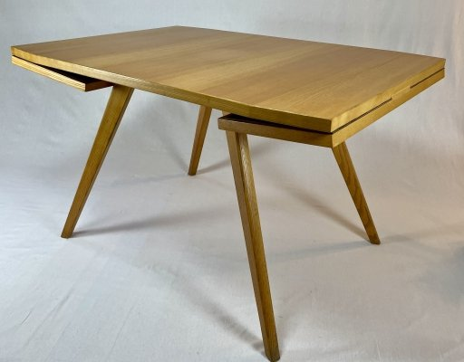 Rectangular table with 2 retractable extensions on each side
